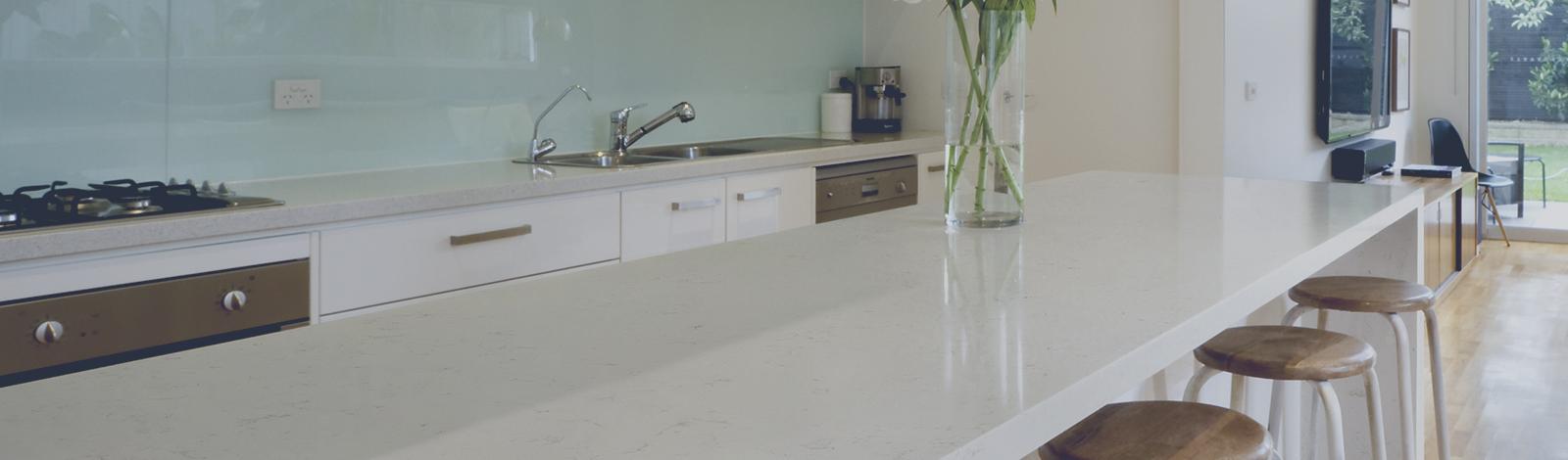 Comptoir cuisine et vanit quartz granite fabrique plus for Hauteur comptoir salle de bain