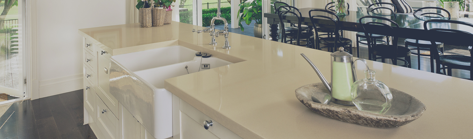 Comptoir de quartz pour cuisine et vanit fabrique plus for Dessus de comptoir salle de bain