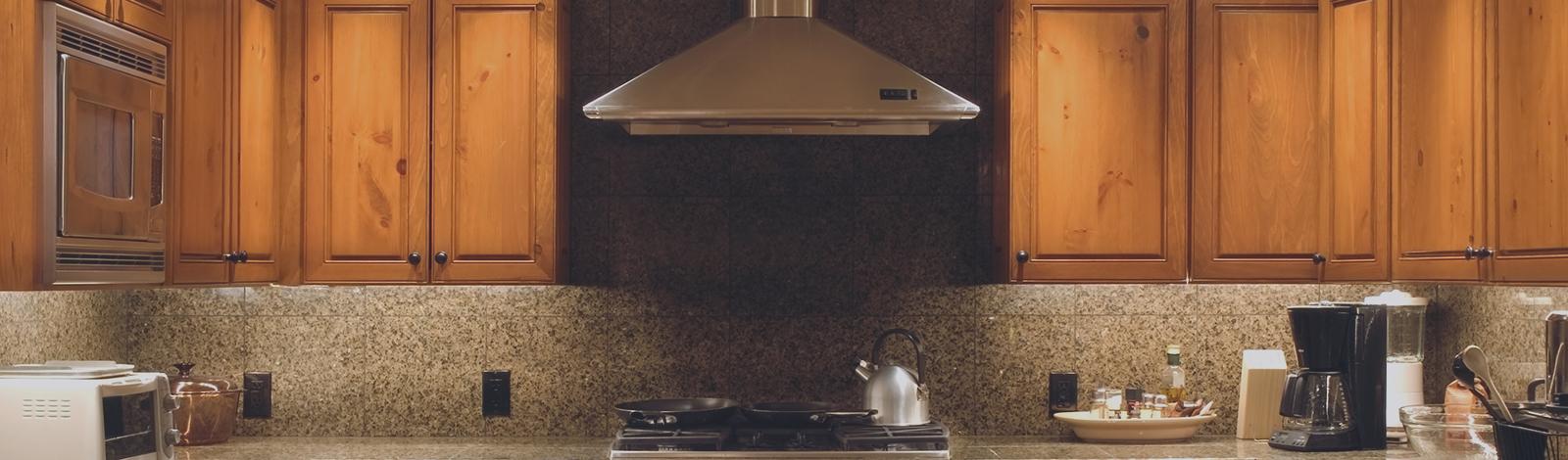 armoires de cuisine et de salle de bain en bois fabrique. Black Bedroom Furniture Sets. Home Design Ideas